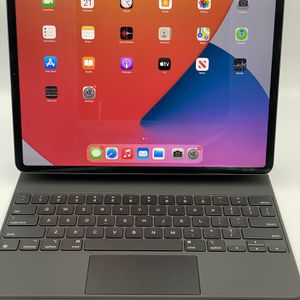 iPad Pro 12.9 (4th Gen) 128GB W/ Magic Keyboard for Sale in Orange, CA