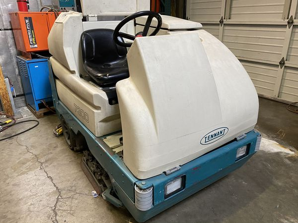 Tennant floor scrubber 7300