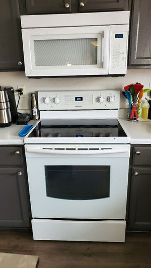 Kitchen Appliances, Samsung Stove, Whirlpool Microwave, Whirlpool Dishwasher. for Sale in Denver, CO