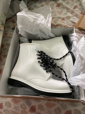 MKors white rain boots size 8 for Sale in New Castle, DE