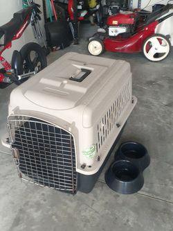 Dog Crate, Retractable Leash & Bowl.. $20 Obo for Sale in Wimauma,  FL