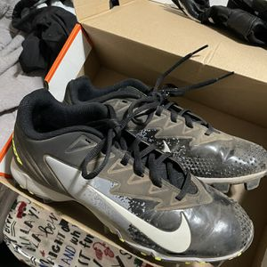 Nike Vapor UltraFly Baseball/softball Cleats With Easton Batting Gloves for Sale in Redondo Beach, CA