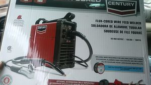 Lincoln Century 90 Amp FC90 Flux Core Wire Feed Welder and Gun, 120V for Sale in University Place, WA
