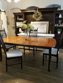 GORGEOUS Dining Table and 4 Chairs for Sale in Meridian,  ID