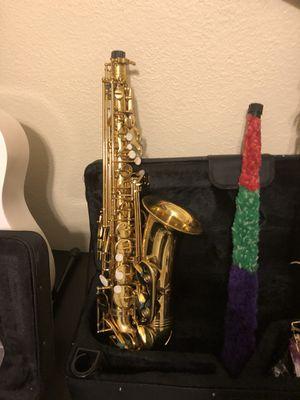 Hola tengo Saxophone nuevo en su caja con sus accesorios y todo for Sale in Denver, CO
