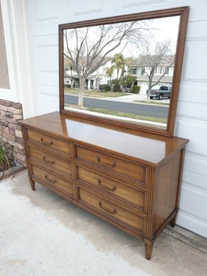 "VINTAGE ""HENREDON FURNITURE"" MID CENTURY 6DR. DRESSER W/ WALL HUNG MIRROR for Sale in Corona, CA"