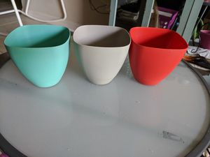 Small gardening pots-Set of 3- plastic - like new for Sale in Fort Lauderdale, FL