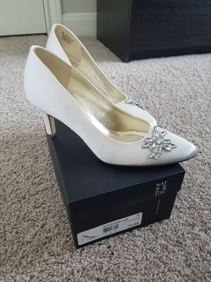 """NEW 7.5 Ivory Satin Pump """"Natalie"""" by Naturalizer for Sale in Houston, TX"""