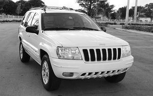 Automatic O4 Jeep SUV Grand Cherokee 4WDWheels for Sale in Princeton, WV
