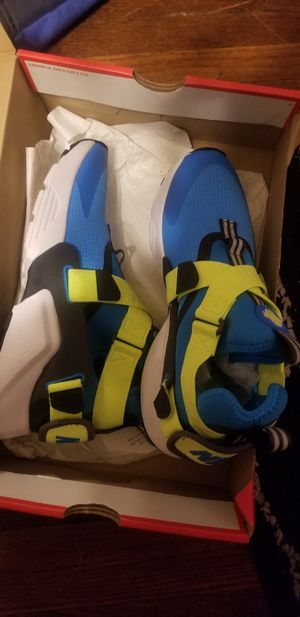 Nike 7y or 8.5w for Sale in Charlotte, NC