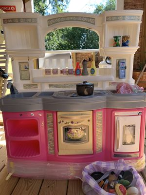 Toy kitchen with accessories for Sale in Conyers, GA