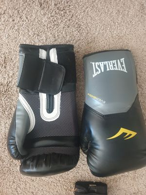 Boxing gloves and mitts for Sale in Spring Lake, NC