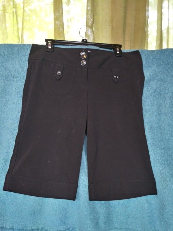 Charlotte Russe Black Capri Dress Pants (sz 9)