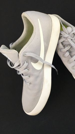 Nike Shoes 👟 Women Size 9 or Men's Size 7. Color Is Light Gray with White for Sale in South Gate, CA
