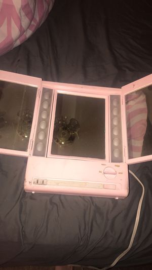 Makeup mirror light up for Sale in Fort McDowell, AZ