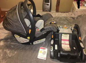 Infant car seat w/ base/ silla infantil con base for Sale in Glenarden, MD