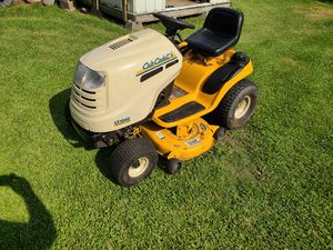 Riding lawn mower for Sale in Conroe, TX