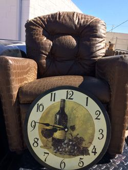 Clock and alligator print small recliner for Sale in Abilene,  TX