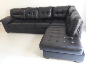 SECTIONAL LEATHER IN SHAPE L.DELIVERY FREE for Sale in Miami, FL