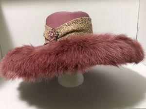 Women's fashion pink hat with faux fur & brooches, OS, Lily & Taylor. for Sale in Jordan, MN