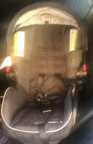 Graco car seat with base &crib for Sale in Jersey City, NJ