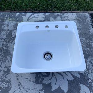 Kitchen Sink Cast Iron Porcelain Good Condition for Sale in Gardena, CA