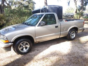 2000 Chevy s10 pickup truck for Sale in Orlando, FL