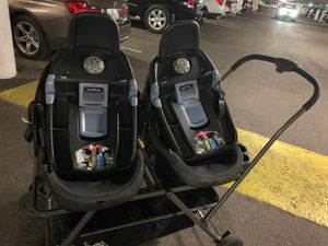 Joovy twin stroller and car seats for Sale in Aventura, FL