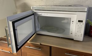 Whirlpool refrigerator with ice maker for Sale in East Haven, CT