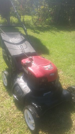 Lawnmower craftsman briggs and Stratton easy start just had it serviced in excellent condition for Sale in Bell Gardens, CA