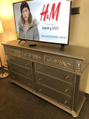 Dresser + 50 INCH Smart TV for Sale in Lancaster, PA