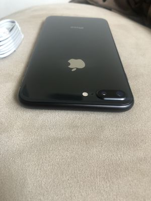 Apple iPhone 8 Plus 64gb UNLOCKED Any Company for Sale in Kent, WA