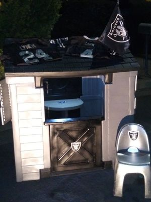 RAIDER PLAYHOUSE for Sale in Fresno, CA