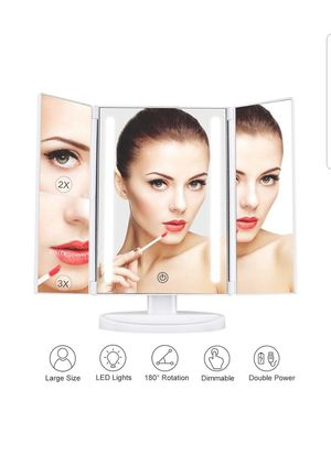 Lighted makeup mirror for Sale in Concord, CA