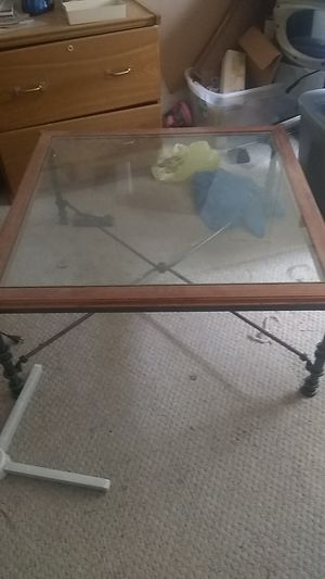 Coffee table for Sale in Jefferson City, MO