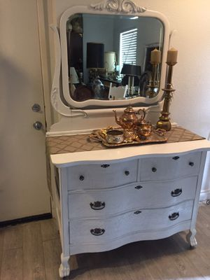Antique dresser with skeleton key for Sale in Rancho Cucamonga, CA