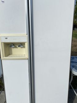 Refrigerator Works Great I Have It Connected Now . I Can Dilver For A Fee , Fee Depends On Location. for Sale in Lehigh Acres,  FL