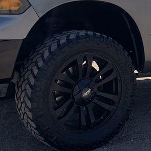 20in Black Wheels On 33in Nitro Tires for Sale in Rancho Cucamonga, CA