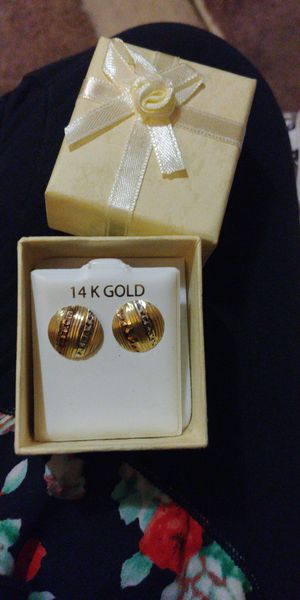 Women's 14k solid gold earrings/ Aretes de oro de 14k para dama for Sale in Manassas, VA