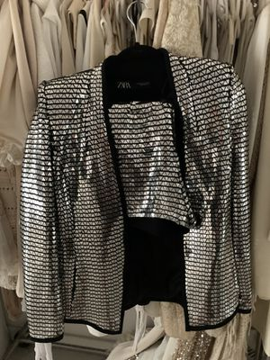 Never been worn Zara metallic shorts and blazer suit fitted shoulder pads totally glam super low-cut just incredible fits amazing for Sale in Los Angeles, CA