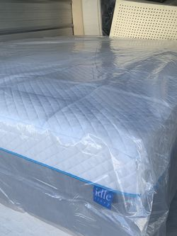 New King Size Med Firm Cool Memory Foam Mattress Is The Oki Oki Brand Cheaper for Sale in Portland,  OR