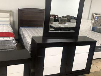 Dresser With Mirror +nightstand for Sale in Beverly Hills,  CA
