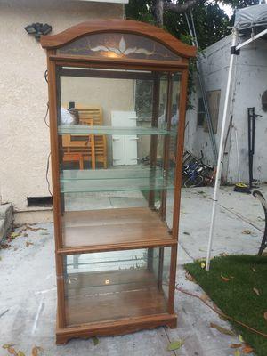 mueble de madera excelentes condiciones for Sale in Compton, CA