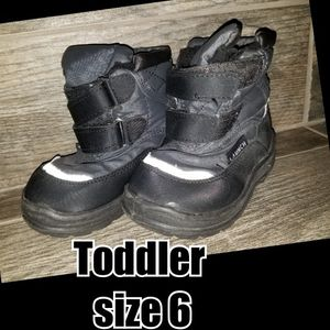Snow boots toddler size for Sale in Riverside, CA