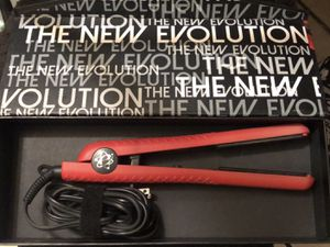 CHRITMAS RED EVALECTRIC HAIR STRAIGHTENER ♥️ for Sale in Exeter, CA