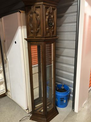 Antique curio display cabinet with mirrors and lighting for Sale in Pompano Beach, FL