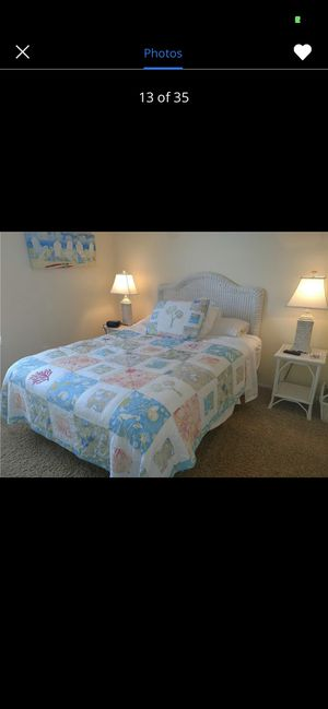 White wicker bedroom set. Great Quality for Sale in St. Petersburg, FL