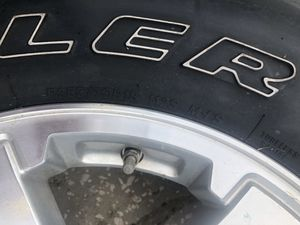 Stock Jeep wheel & tire. (Brand new (never used)) for Sale in Orlando, FL
