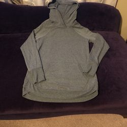 Reebok hoodie. Thin. Women Size S. Like New. for Sale in Auburn,  GA