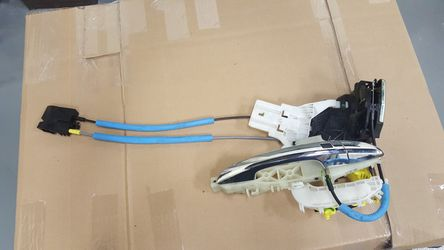 2015-17 Hyundai Sonata Front RH door Handle and lock latch actuator for Sale in Hilliard,  OH